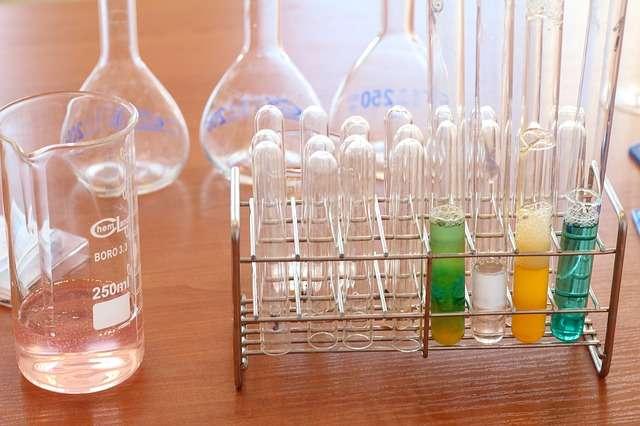 """27.07 – """"Czy sól służy tylko dogotowania?"""" – zajęcia zeksperymentami dla dzieci 6-10 lat"""